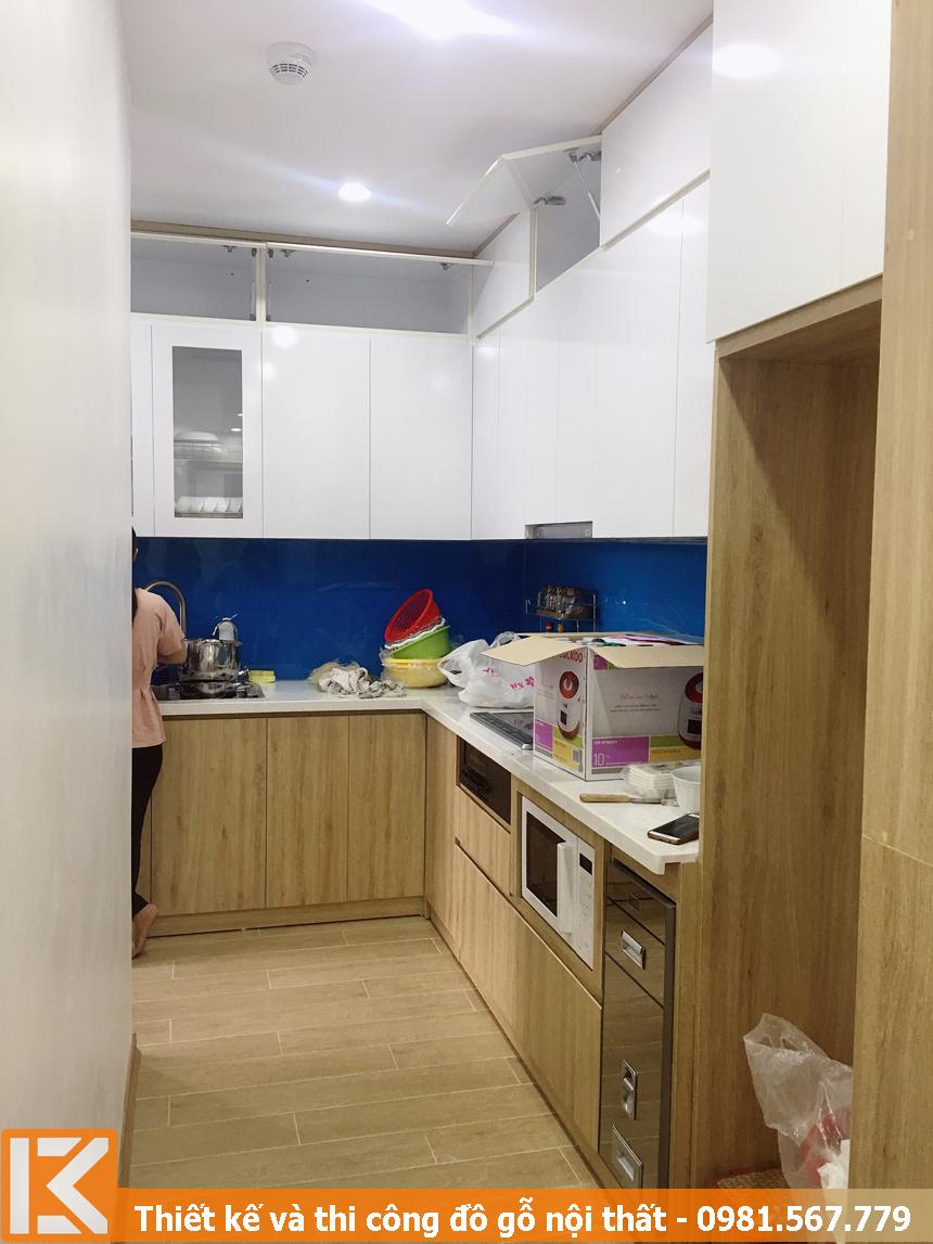 Đóng tủ bếp hình chữ L căn hộ chung cư .