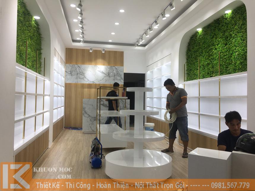 Đóng tủ kệ trưng bày cho gian hàng, cửa hàng, shop trưng bày sản phẩm.